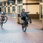 Hoe maak je een wheelie op een fiets?